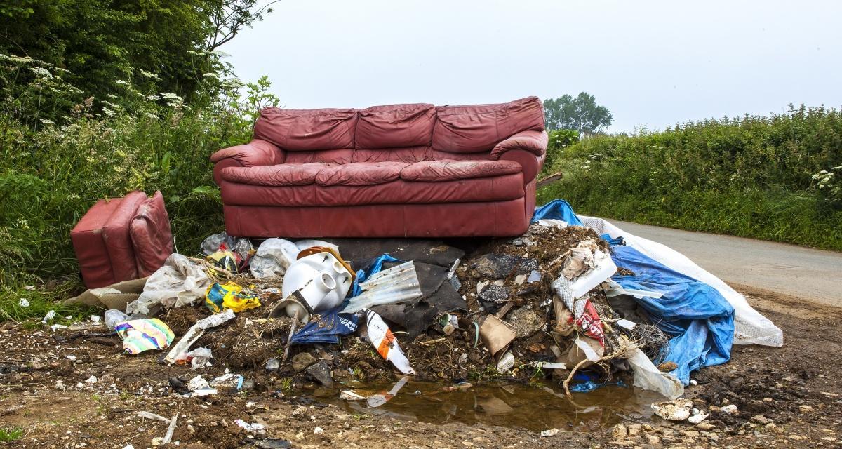 Начини за почистване, дезинфекция или изхвърляне на дивани